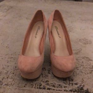Gorgeous Pink Velvet Wedges size 7.5